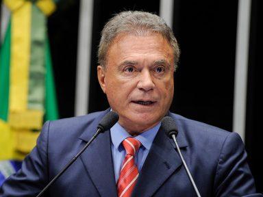 """A luta é do Brasil contra """"os ladrões da República que assaltaram o país"""", diz Dias"""