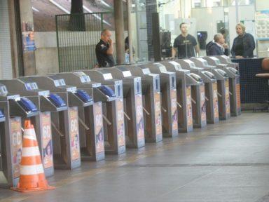 Metroviários de BH param em defesa de aumento no salário