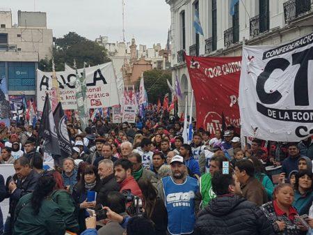 Argentinos dão início à Marcha por Pão e Trabalho contra arrocho imposto por Macri