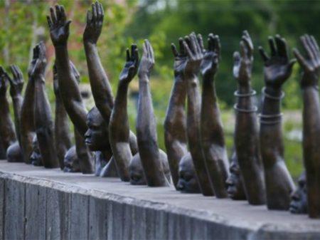 Memorial no Alabama desnuda crimes racistas