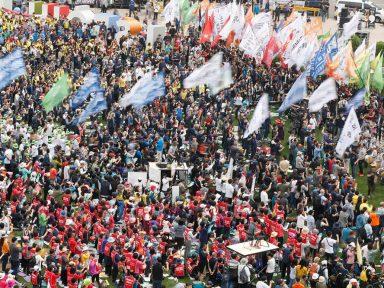 Trabalhadores sul-coreanos exigem ajuste do salário mínimo