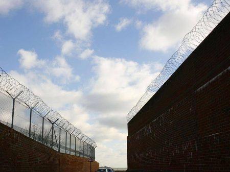 Governo inglês mantém imigrantes presos ilegalmente
