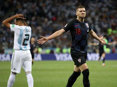 Argentina leva goleada e está por um fio da eliminação