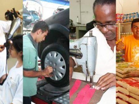 Serviços acumulam queda de 1,4%, diz IBGE