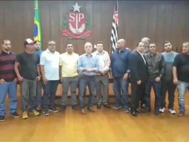 Caminhoneiros de Santos e França fecham acordo e greve é encerrada