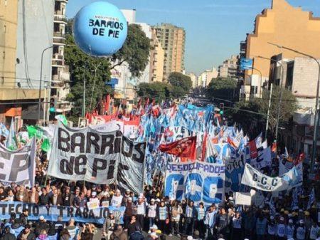 Marcha por Pão e Trabalho reúne 500 mil em Buenos Aires