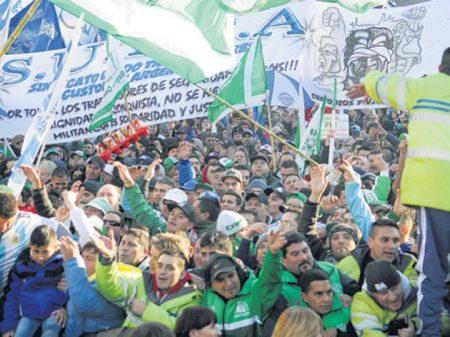 Com greve e marcha, argentinos rechaçam submissão ao FMI