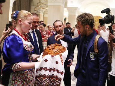 Seleção Brasileira chega na Rússia cheia de apetite