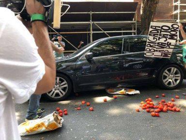 Juíza rejeita denúncia contra manifestante que atirou tomates em Gilmar Mendes