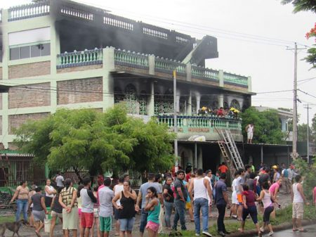 Nicaraguenses enfrentam a repressão e param o país