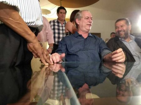 """Ciro: """"não está nas minhas cogitações conceder indulto para Lula"""""""