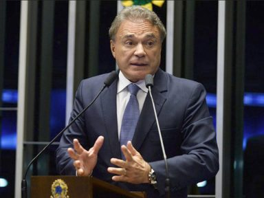 """Álvaro Dias defende """"uma nova política de preços na Petrobrás"""""""