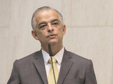 """França rebate PSDB-SP: """"não posso fazer inauguração me escondendo num saco"""""""