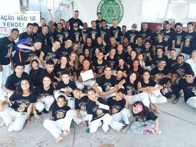 Projeto Capoeira na UMES reúne alunos e mestres no sexto Batizado e Graduação