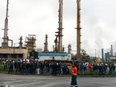 Cubatão: terceirizados protestam contra falta de pagamento