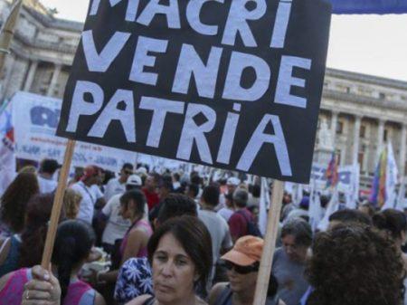Dia dos pais na Argentina: crise macrista leva a queda de 10% nas vendas de varejo