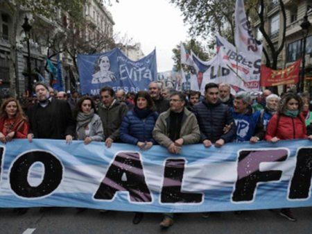 Desgoverno de Macri gera corrida cambial e submete economia a FMI