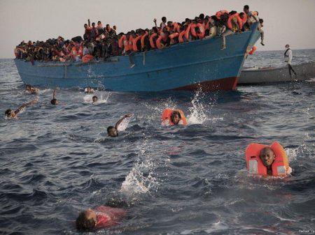 Naufrágio tira vida de 46 africanos que tentavam atravessar o Mediterrâneo