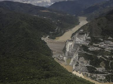 Risco de ruptura em obra da Camargo Corrêa ameaça 130 mil colombianos