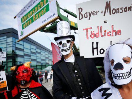 """EUA e UE autorizam a """"fusão do inferno"""" Bayer-Monsanto"""