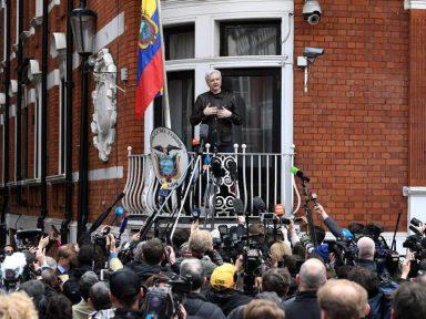 """RT: """"Equador pode entregar Assange ao Reino Unido em semanas ou dias"""""""