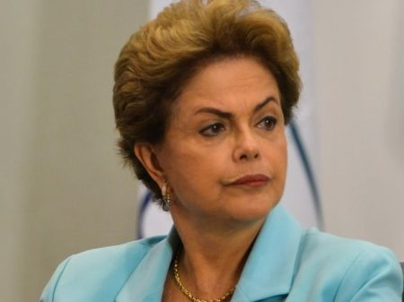 Dilma agradece apoio dos otários e volta a elevar a taxa de juros