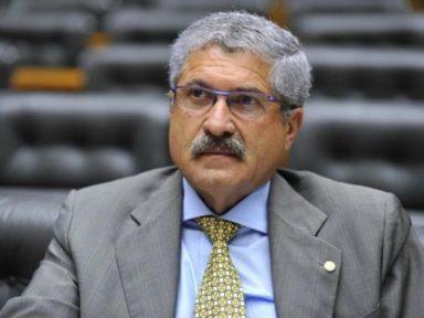 Bancada está dividida entre Lula e Bolsonaro, diz líder do PR