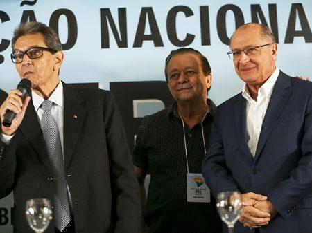 Com Lula na cadeia, cordão da Lava Jato é puxado por Alckmin