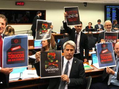 Fiocruz critica aprovação do PL do Veneno