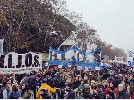 Argentinos saem às ruas contra militarização da segurança interna