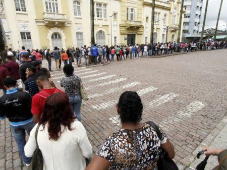 1 milhão de brasileiros deixam a força de trabalho