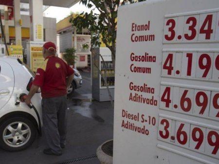 Gasolina 50% mais cara e Temer eleva de novo