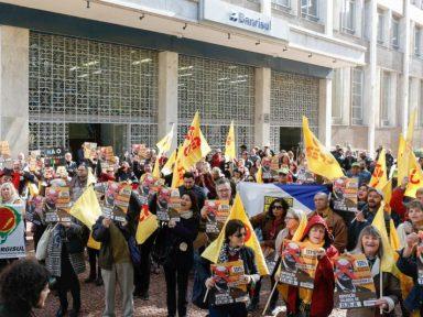 RS: Servidores fazem manifestação contra atraso de salários