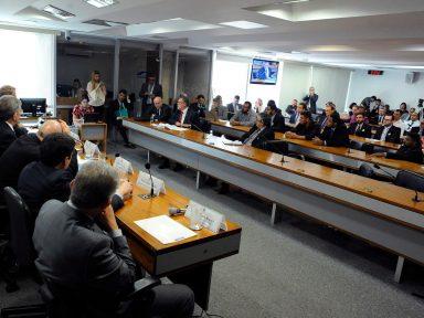 Comissão do Congresso aprova MP que define preço mínimo do frete