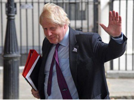 """""""Sonho do Brexit está morrendo, sufocado"""" por May, afirma ministro Boris Johnson ao deixar governo"""