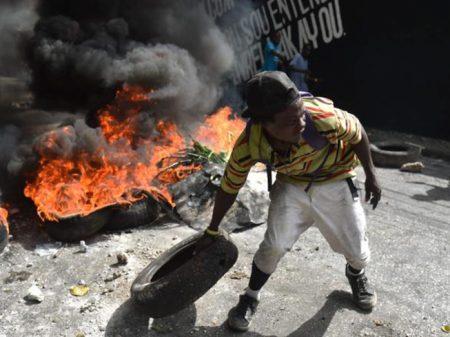 Sublevação haitiana barra aumento dos combustíveis