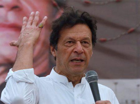 Khan, líder do combate aos drones de Obama, vence eleições no Paquistão