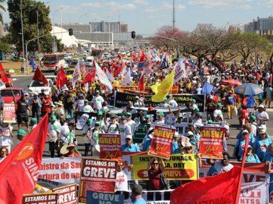 Servidores públicos convocam mobilização contra congelamento dos salários