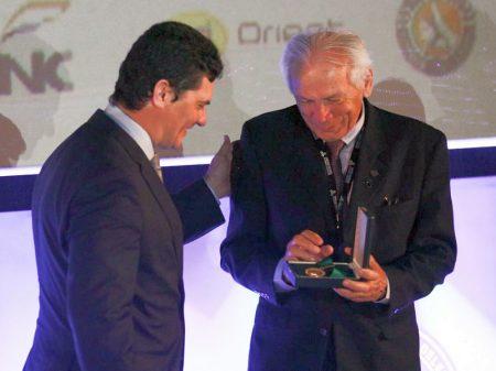 Moro recebe Medalha Tiradentes dos delegados da PF