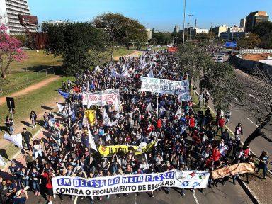 RS e SP: Estudantes vão às ruas contra 'deforma do ensino'