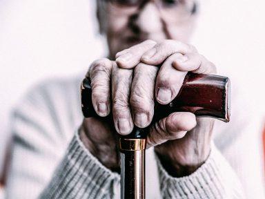 Apenas um terço dos aposentados recebe acima do salário mínimo