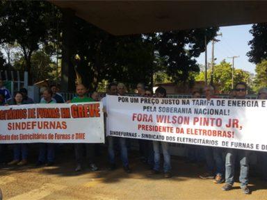 Funcionários de Furnas param por 72h e pedem saída do presidente da Eletrobras
