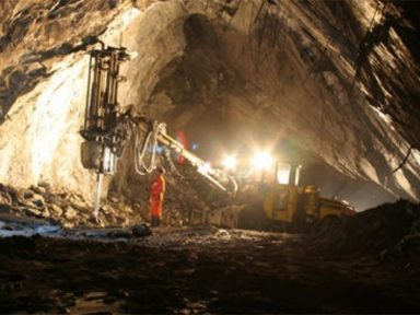 Mineradora quer 12 h de trabalho subterrâneo por dia