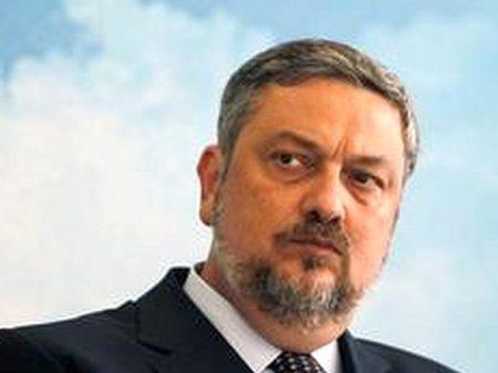 Serra diz que a compra do apê por Palocci está bem explicada