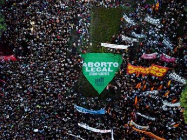 Argentina: Senado vota contra legalização do aborto por 38 a 31