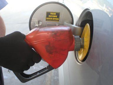 Consumo de combustíveis cai 6% no semestre