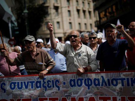 Troika diz que já saiu, mas arrocho na Grécia vai continuar até 2060
