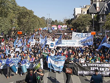 Argentina: professores e alunos param universidades contra cortes de Macri