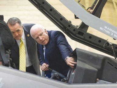 McCain: de mal agradecido a lobista da Lockheed