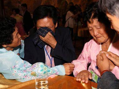 Sul-coreanos se reúnem com parentes no Norte
